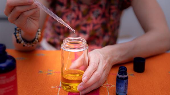 Préparation de mélange d'huiles essentielles